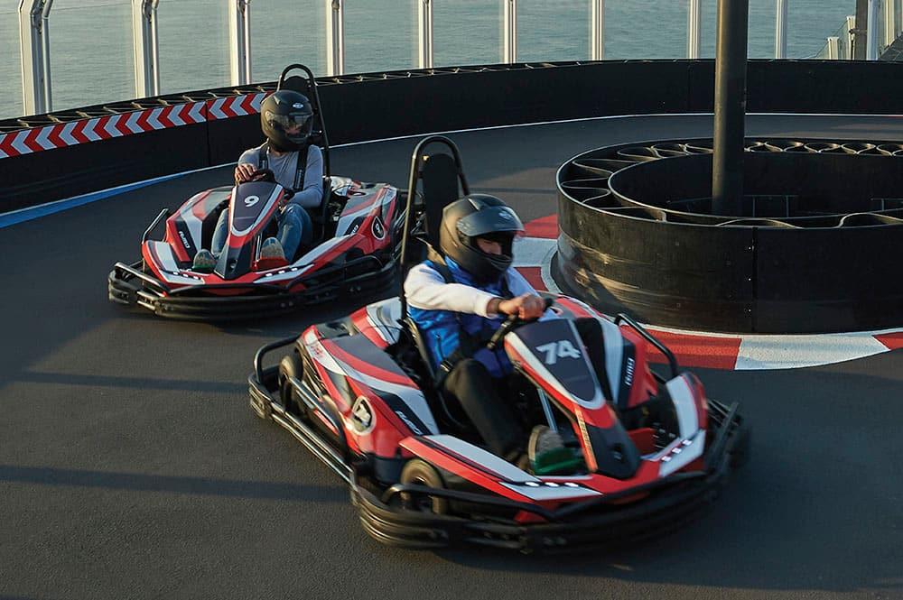 Autos de carrera en el Norwegian Joy