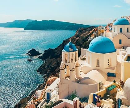 Camina por las encantadoras calles soleadas de Grecia