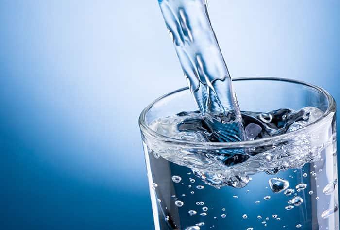Paquetes de agua en envases de cartón