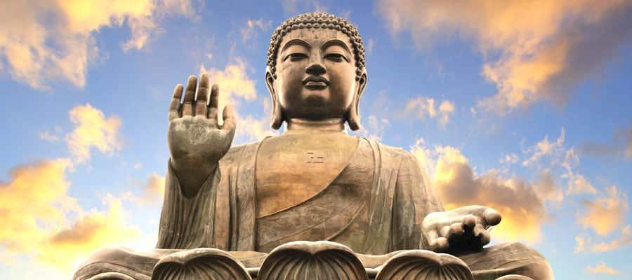 Buda gigante en un crucero por Asia