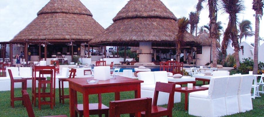 Descanso en la playa de Acapulco en tu crucero por la Riviera Mexicana