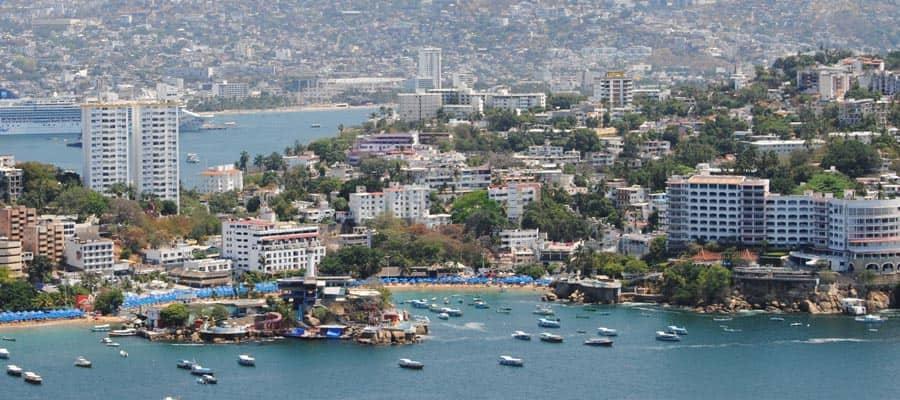 Vista de Acapulco en tu crucero por la Riviera Mexicana