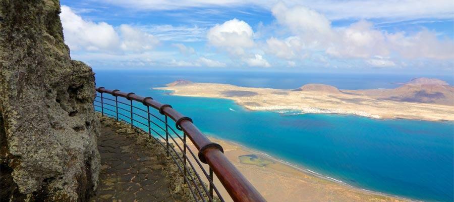 Costa volcánica e Isla Graciosa en tu crucero a Arrecife