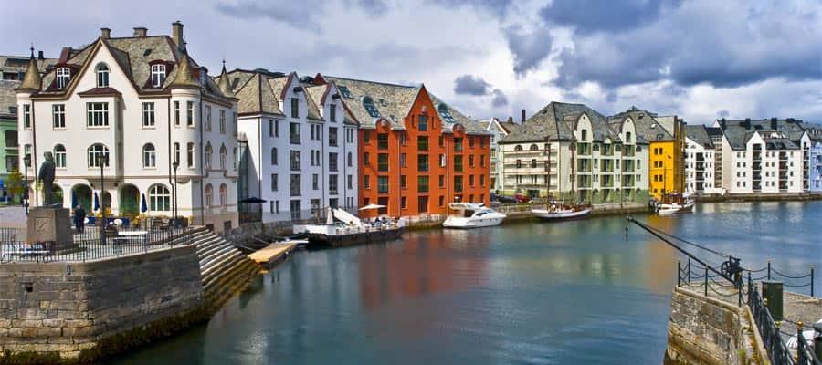 Ciudad central de Alesund en tu crucero a Alesund