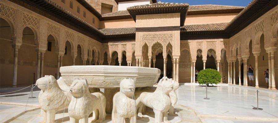 Visita el Patio de los Leones en tus vacaciones en España