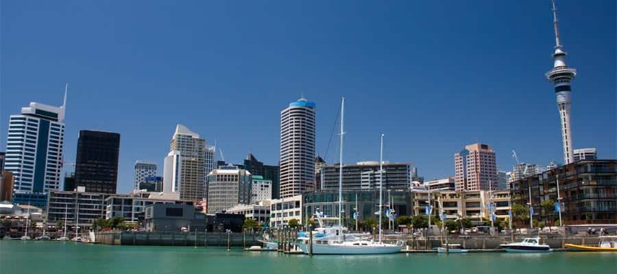 Costanera de la ciudad en cruceros a Auckland