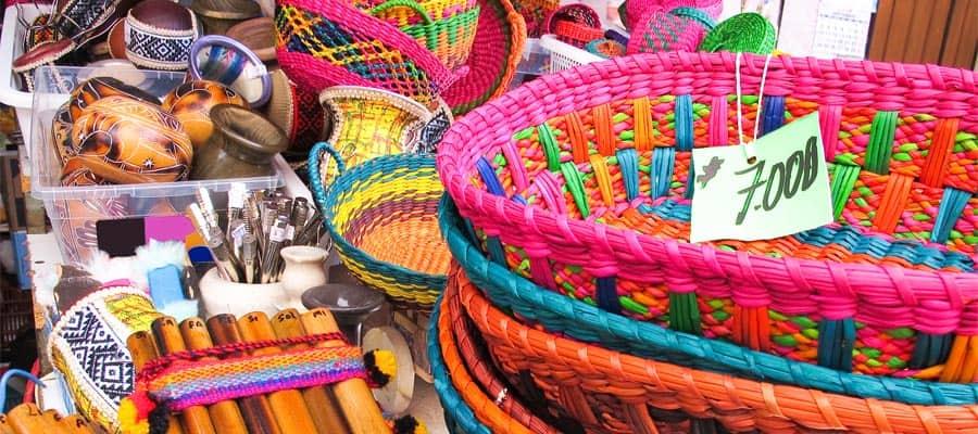 Compra algunos recuerdos tradicionales en tu crucero a Arica