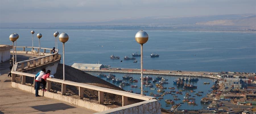 Ciudad costera en un crucero a Arica