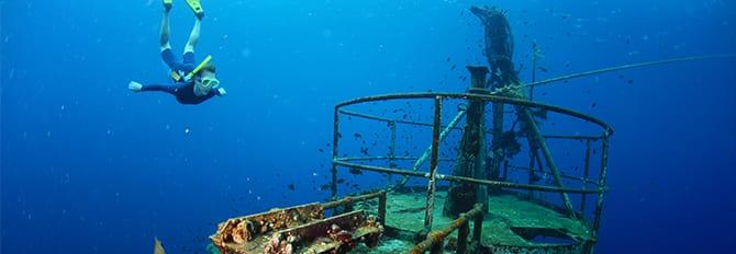 Buceo de superficie y exploración de las profundidades del océano