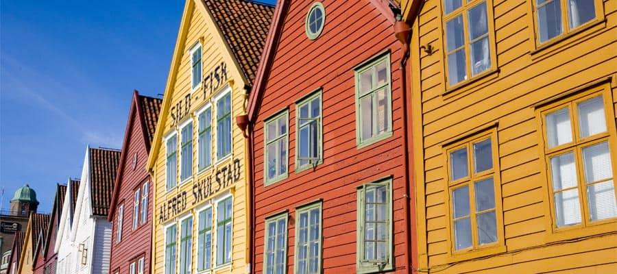 Viaja para ver los edificios coloridos de Bergen