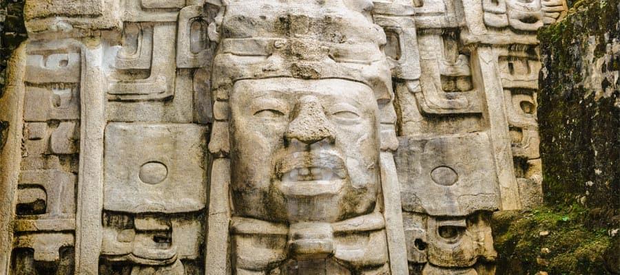 Conoce la arquitectura maya en tu crucero en Belice