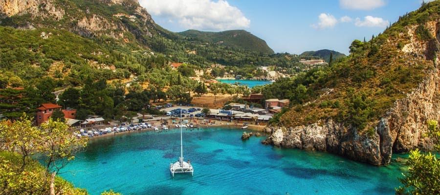 Viaja en crucero por Europa y conoce la hermosa bahía de Paleokastritsa