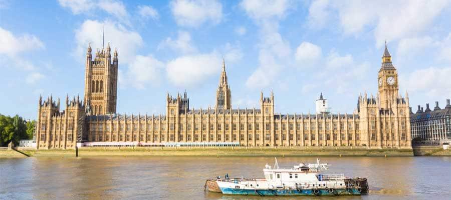 Navega por el río Támesis cuando visites Londres