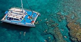 Navegación en catamarán y buceo de superficie
