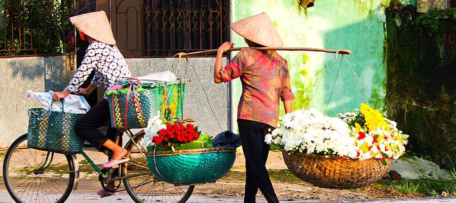 Flores a la venta en cruceros a Hanói (Bahía de Ha Long)