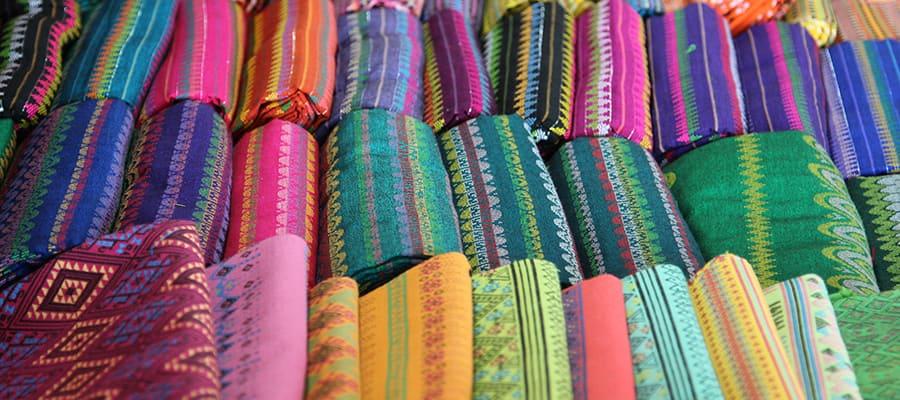 Tela de seda tailandesa tradicional en Phuket