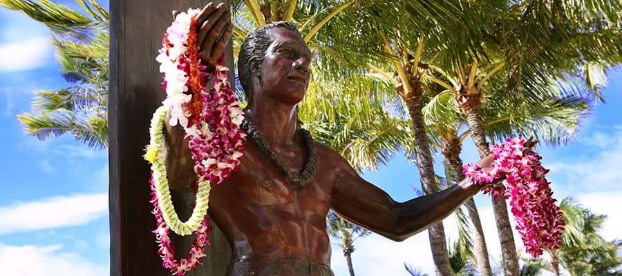 Estatua de Duke Kuhanamoku en Hawái