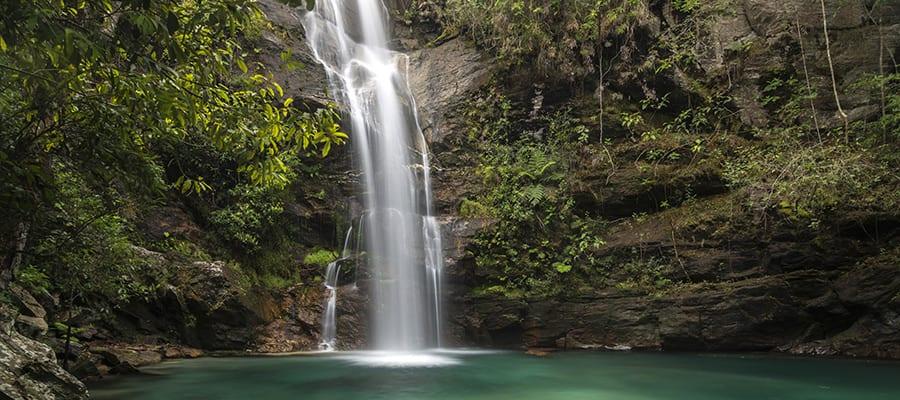 Cascada en el Parque Nacional da Chapada dos Veadeiros en un crucero a Ilhabela