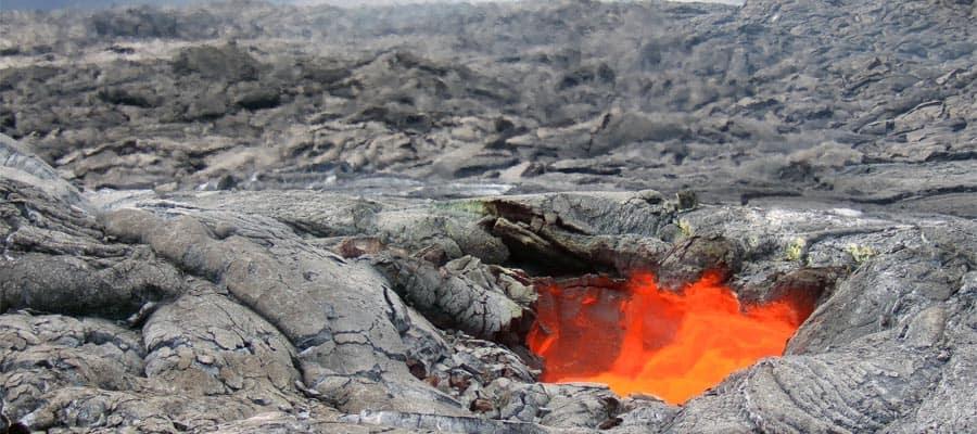 Visita el Parque Nacional de los Volcanes durante tu estadía en Hilo, Hawái