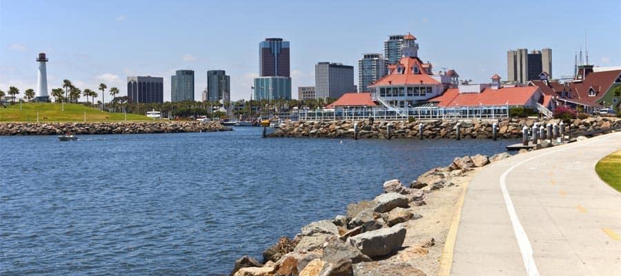 Paisaje urbano de Long Beach en un crucero a Los Ángeles