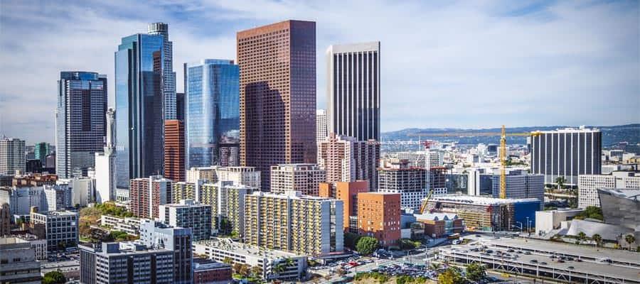 Paisaje urbano del centro en un crucero a Los Ángeles