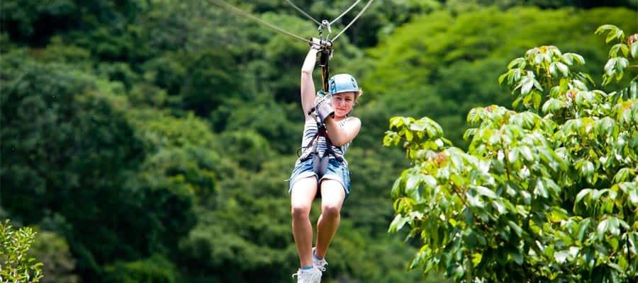 Tirolesa por la selva tropical en tu crucero por el Canal de Panamá