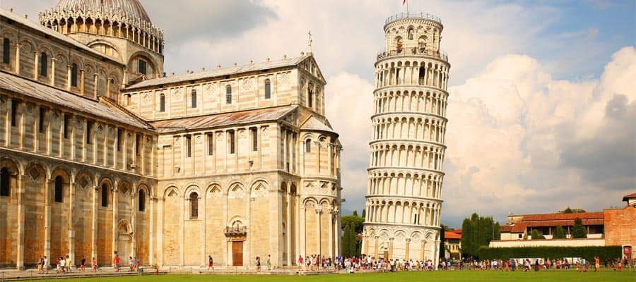 Torre inclinada de Pisa en tu crucero a Italia