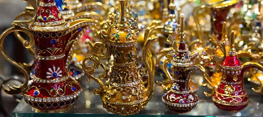 Lámparas estilo Aladino en un crucero a Mascate