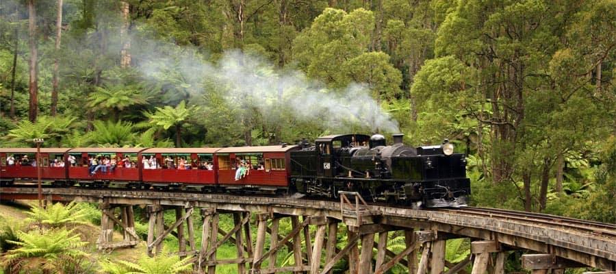 Tren antiguo de vapor en cruceros a Melbourne