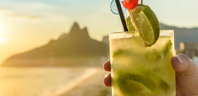 Deléitate con una caipiriña, el cóctel nacional de Brasil