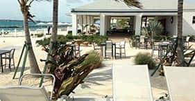Descanso en la playa de la isla Balmoral con almuerzo