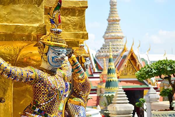 Viaja hasta las pagodas doradas en Tailandia