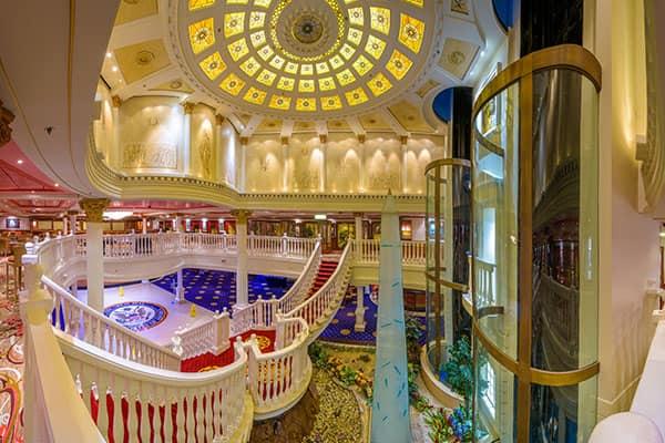 Atrium en el Pride of America