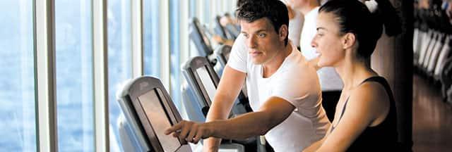 Aprovecha el gimnasio y las clases de fitness y mantente en forma durante tu crucero
