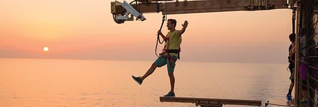 Mantente activo en alta mar en el complejo deportivo de Norwegian, que tiene The Plank para caminar