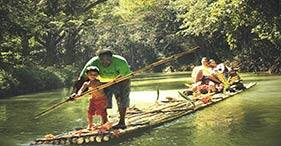Descenso por el río Martha Brae en balsas de bambú