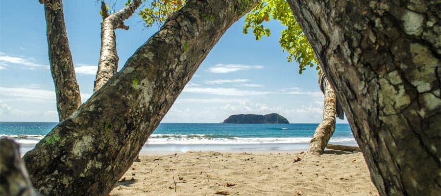 Playa pública Manuel Antonio en un crucero a Puntarenas