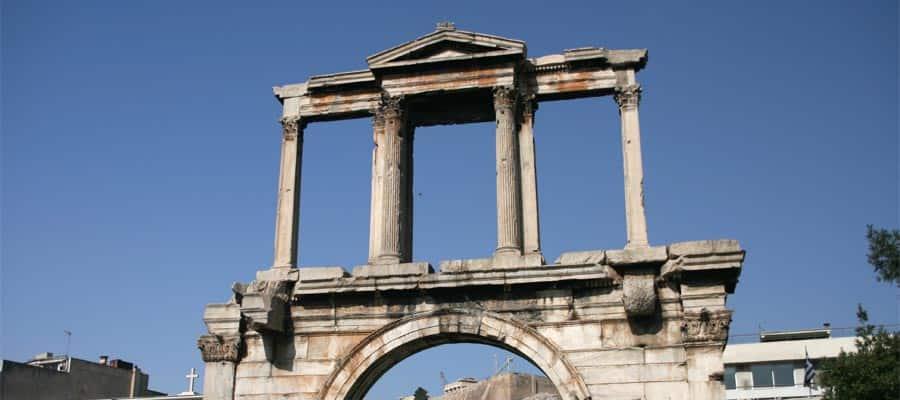 Arco de Adriano en tu crucero a Atenas