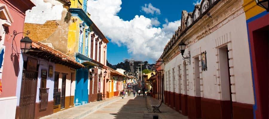 Calle en San Cristóbal de las Casas en un crucero por el Canal de Panamá