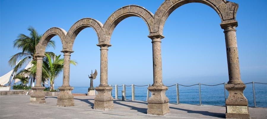 Los arcos en un crucero a Puerto Vallarta