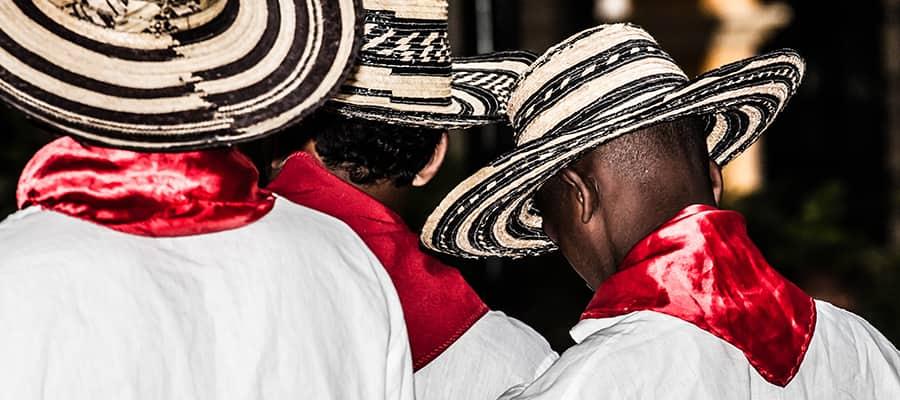 Bailarines colombianos en un crucero por América del Sur