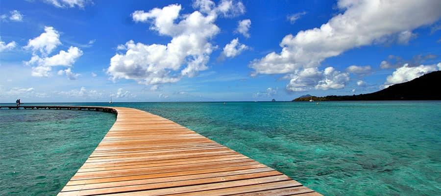 Navega por las aguas azul verdoso de Martinica