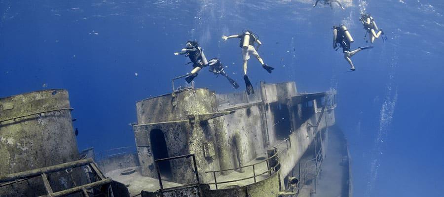Buceo de superficie en un barco hundido en tu crucero a Georgetown