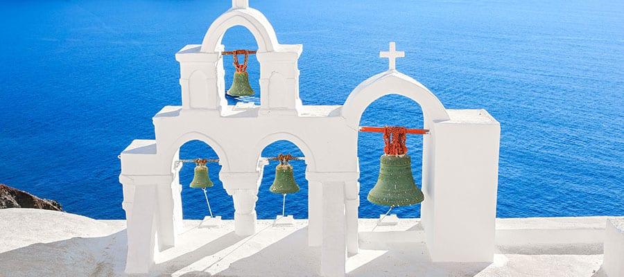 Campanas de la iglesia en Santorini