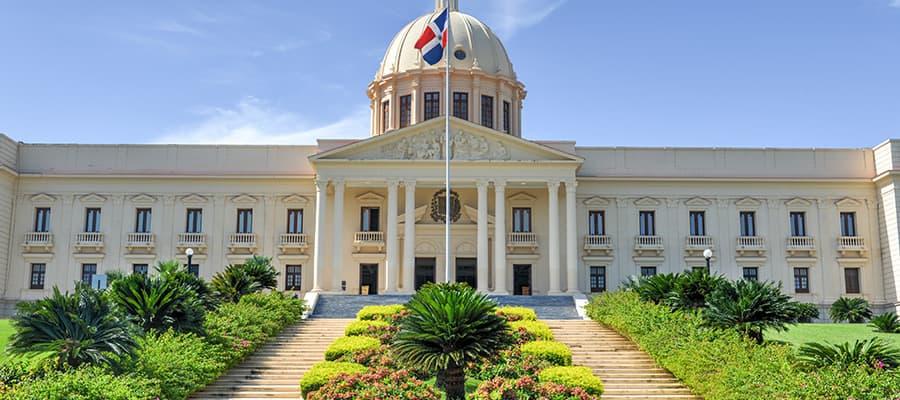 Palacio Nacional en cruceros a Santo Domingo