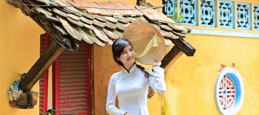 Prendas tradicionales en un crucero a Phu My (Ciudad Ho Chi Minh)