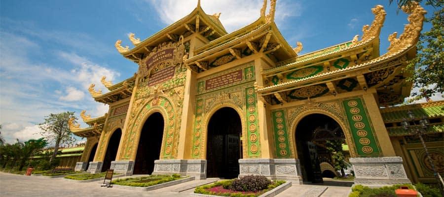 Templo de Dai Nam en Vietnam en los cruceros a Phu My (Ciudad Ho Chi Minh)