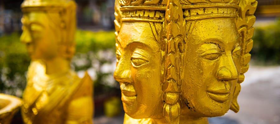 Estatuas budistas doradas en tu crucero a Sihanoukville