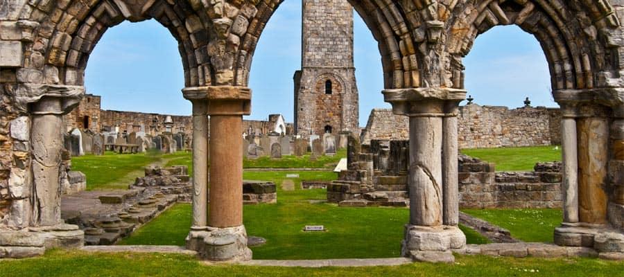 Ruinas de la Catedral de San Andrés en cruceros por Europa