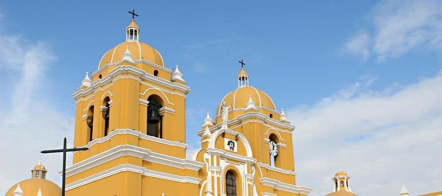 Una hermosa iglesia colonial española en tu crucero a Trujillo